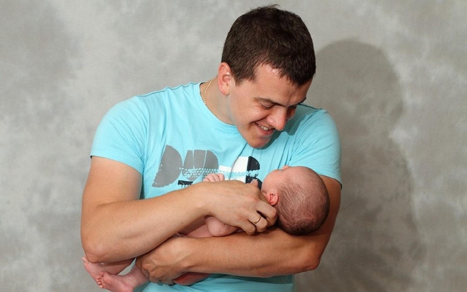 Фото красивых парней с ребенком